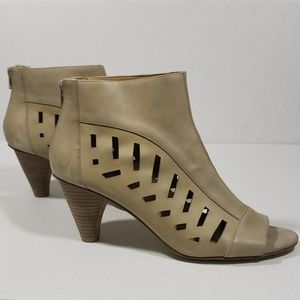 Nine West Leather Ryner Cut Out Ankle Boots sz 10M